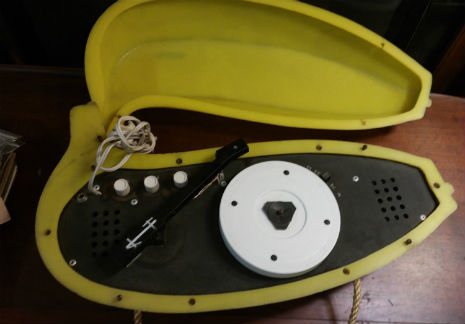 draagbare platenspeler in de vorm van een banaan